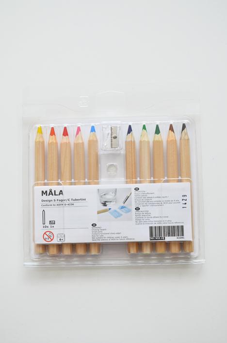Het setje bestaat uit 10 kleuren én een puntenslijper. De puntenslijper is erg handig aangezien de potloden breder en dikker zijn dan een normaal potlood.